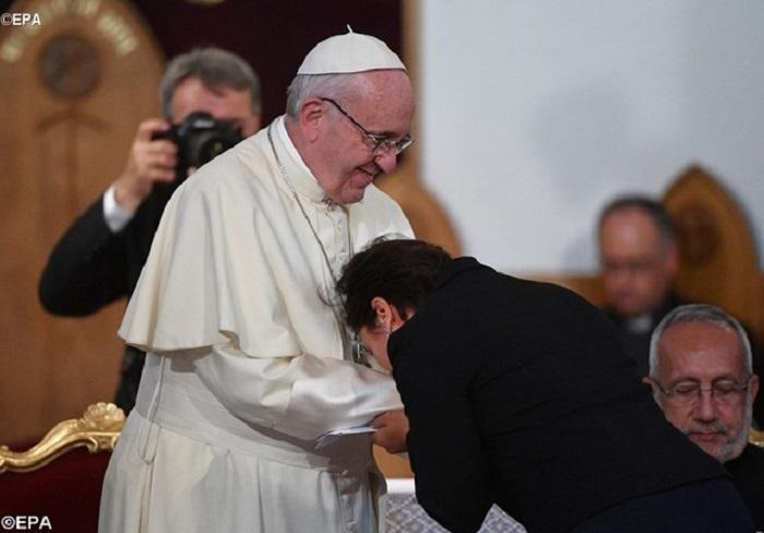 """A religiosos, Papa fala de """"guerra mundial de ideias contra o matrimônio"""""""