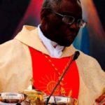 """Cardeal Sarah adverte risco de reduzir a Missa """"a bons sentimentos"""""""