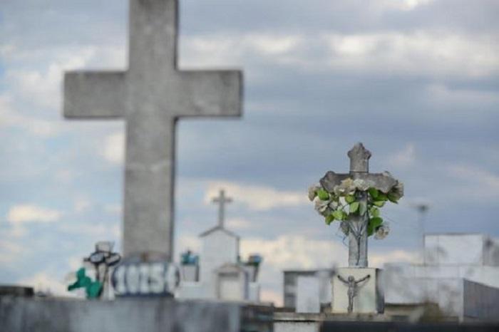 Vaticano recorda proibição de espalhar cinzas cremadas