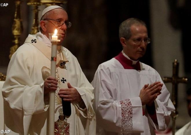 """Papa adverte consagrados sobre """"tentação da sobrevivência"""""""