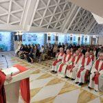 Papa: obra de misericórdia não é fazer algo para descarregar a consciência