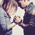 Casais que cultivam práticas religiosas são mais felizes, diz pesquisa