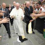 Papa à Comunidade Shalom: quebrem os espelhos e olhem para fora