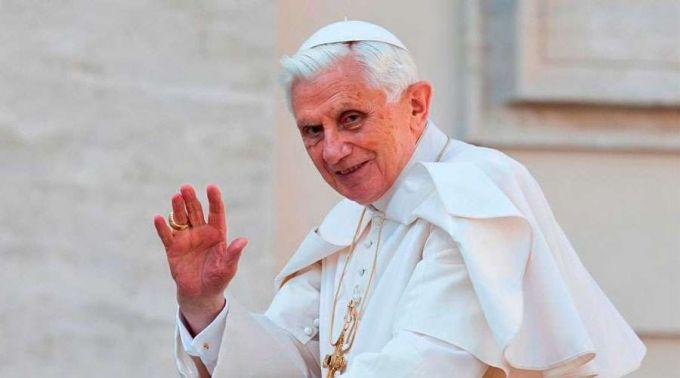 Vaticano desmente rumores sobre morte de Bento XVI