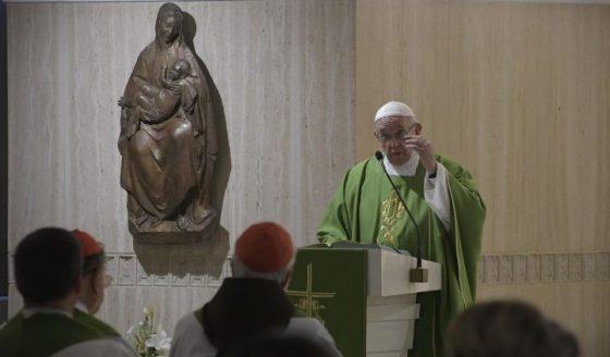 Papa: nestes tempos o Grande Acusador parece perseguir os bispos