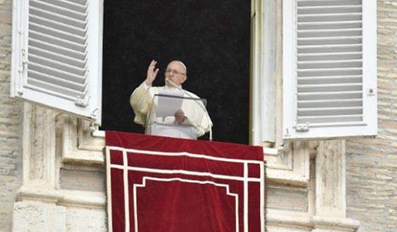 """Papa afirma: """"Matrimônio é união de amor que implica fidelidade"""""""