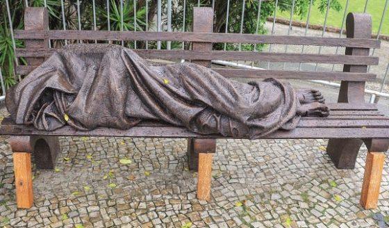 Catedral do Rio inaugura escultura do Cristo sem-teto