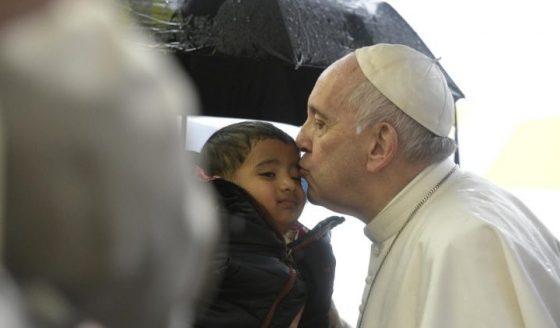 """""""Somos todos devedores do amor de Deus. Ele jamais deixará de nos amar"""""""
