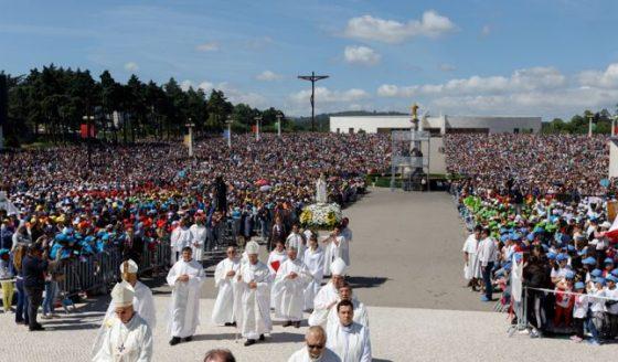 """25 mil crianças peregrinam à Fátima e são convidadas a construir """"capelinhas em suas casas"""""""