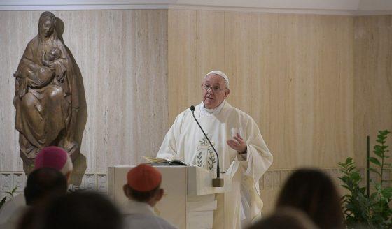 Papa: hoje a Igreja faz o elogio da pequenez