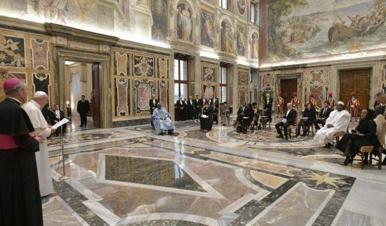 Papa a embaixadores: o caminho para a paz começa com a reconciliação