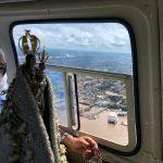 Imagem de Nossa Senhora de Nazaré sobrevoa Belém para abençoar contra o coronavírus