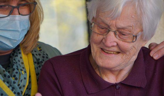 Os idosos, vítimas da pandemia, sempre no coração do Papa