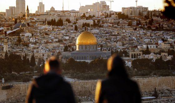 Terra Santa, confrontos. Patriarcas: caráter especial da Cidade Santa deve ser preservado